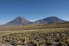 Volcán cónico en los Andes, Chile Foto de archivo libre de regalías