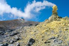 Volcán de Ebeko, isla de Paramushir, Rusia Fotografía de archivo