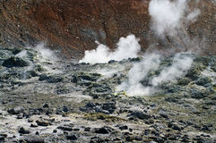 Volcán de Ebeko, isla de Paramushir, Rusia Fotos de archivo