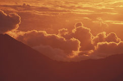 Volcán de Haleakala del montaje en la salida del sol Imágenes de archivo libres de regalías
