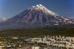 Volcán de Koryaksky Pertopavlovsk-kamchatskiy Rusia En septiembre de 2013 Imágenes de archivo libres de regalías