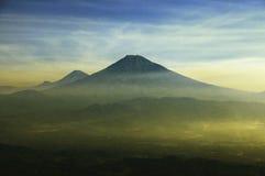 Volcán 2 de Merapi imagenes de archivo