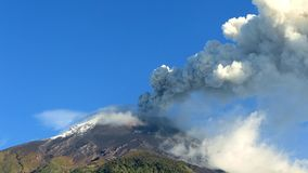 Volcán de Tungurahua en Ecuador metrajes