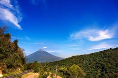 Volcán en el horizonte Fotos de archivo
