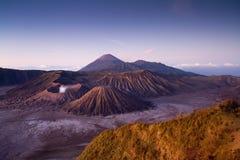 Volcán en la salida del sol, Indonesia de Bromo Imagenes de archivo