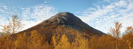 Volcán extinto antiguo grande Fotos de archivo libres de regalías
