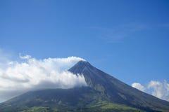 Volcán Filipinas del mayon del montaje Foto de archivo libre de regalías