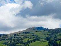 Volcán que pasa por alto Quito Imágenes de archivo libres de regalías