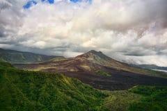 Volcán recientemente despertado Gunung-Batur fotos de archivo