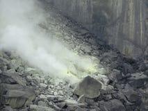 Volcán Sibayak 2 del azufre de Sumatra Imagenes de archivo
