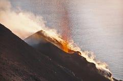 Volcán Stromboli. Imagen de archivo libre de regalías