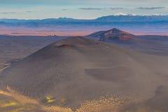 Volc?n innomado, extinto en el Kamchatka, Rusia fotos de archivo