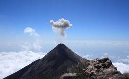Volcan开火(火火山)喷发,危地马拉 免版税库存图片