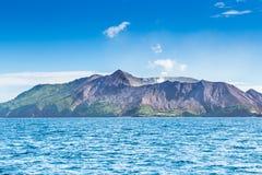 Volcan actif à l'île blanche Nouvelle-Zélande Lac volcanique crater de soufre photographie stock libre de droits