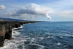 Volcan actif sur la grande île Photos libres de droits