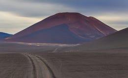 Volcan anonyme et ?teint sur le Kamtchatka, Russie photos libres de droits