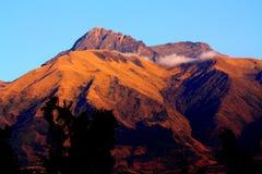 volcan cotacachisoluppgång Arkivfoton