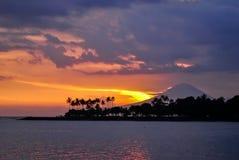 Volcan d'Agung pendant le temps de coucher du soleil Photographie stock