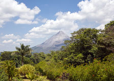 Volcan dans le paradis image stock