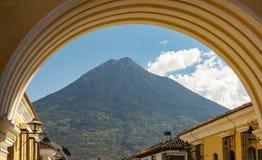 Volcan De Agua Antigua Guatemala Royaltyfri Bild