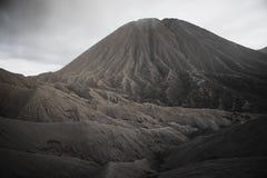 Volcan de Bromo de bâti pendant l'aube Photo libre de droits