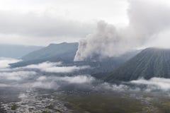 Volcan de Bromo de bâti pendant l'aube Image libre de droits