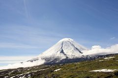 Volcan de Kluchevskoy. Photos stock