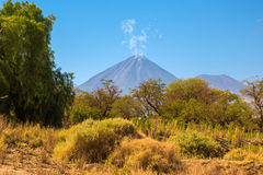Volcan de Licancabur dans Atacama, Chili Photo stock