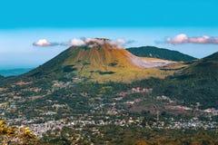 Volcan de Mahawu, Sulawesi, Indonésie Photo libre de droits