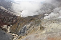 Volcan de Mutnovskaya. Le Kamtchatka. Photo libre de droits