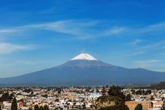 Volcan de Popocatepetl et vue de ville de Cholula à Puebla Mexique photo libre de droits