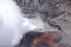 Volcan de tabagisme de Poas Photographie stock libre de droits