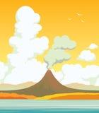 Volcan, lac, nuages Autumn Landscape Photo libre de droits