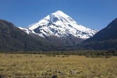 Volcan Lanin, Патагония, Аргентина стоковые фото