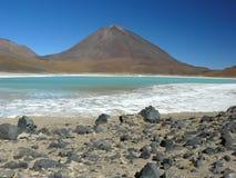 Volcan Licankahur et Laguna Verde. Photographie stock libre de droits