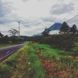 Volcan nuageux arenal photos libres de droits