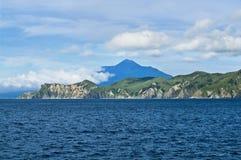 Volcan Tyatya.Kurily, île Kunashir photo stock