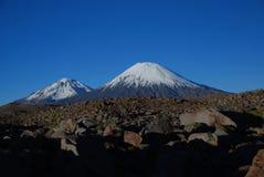 Volcanes en el parque nacional de Lauca - Chile Imagen de archivo libre de regalías