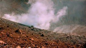 Volcano's发布白色蒸汽的海岛喷气孔 影视素材