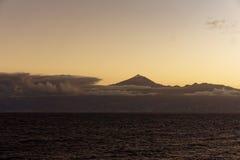 Volcano Above las nubes Imagen de archivo