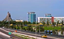 Volcano Bay en Kleurrijke Hotels Mooie mening van Universele Boulevardbrug stock foto