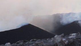 Volcano Etna-Eruption - Explosion und Lavafluss stock video
