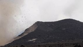 Volcano Etna-Eruption - Explosion und Lavafluss stock footage