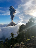 Volcano Fuego får utbrott Arkivfoton