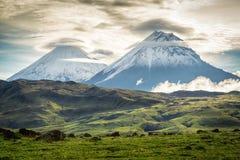 Volcano Klyuchevskoy e pietra, Kamchatka fotografia stock libera da diritti
