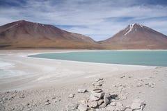 Volcano Licancabur och Laguna Verde i Bolivia Royaltyfri Foto