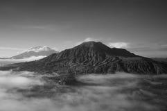 Volcano Mount Batur lokaliseras i Bali Arkivbilder