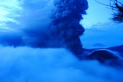 Volcano Mt Bromo Erupting Image stock