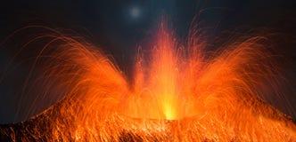 Volcano Stromboli com erupção grande Imagens de Stock Royalty Free