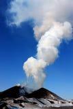 """Volcano Tolbachik/Ð'уГ каÐ-½ Ð ¿ Ð"""" Ð ¾ ТР¹ киР Ñ ¾ Ð"""" баÑ-‡ ик Lizenzfreie Stockbilder"""